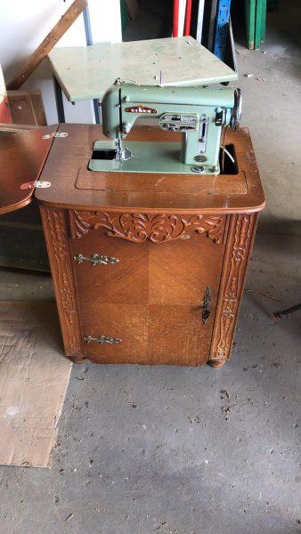 antieke naaimachine, tweedehands materialen, gebruikt, gebruikte bouwmaterialen, Rijsbergen, Zundert, Breda, Etten-Leur, circulaire bouwmaterialen, afhalen
