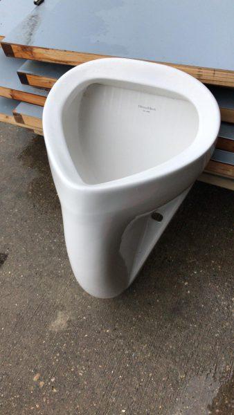 Villeroy & Boch Urinoir, tweedehands materialen, gebruikt, gebruikte bouwmaterialen, Rijsbergen, Zundert, Breda, Etten-Leur, circulaire bouwmaterialen, afhalen