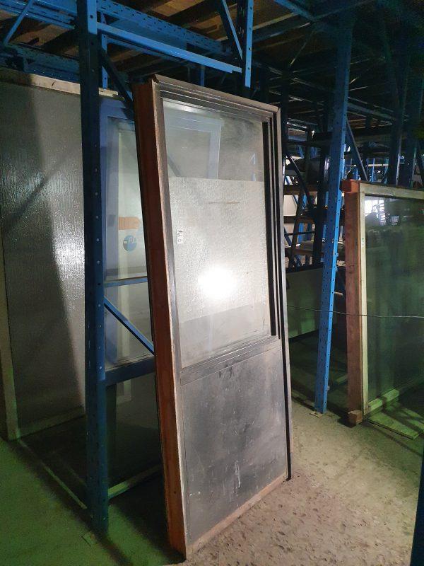 Langwerpig raamkozijn met borstwering   88x220 cm