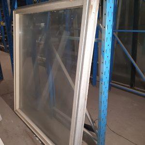 Hardhouten raamkozijn 165x150 cm