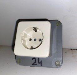 Enkel stopcontact met kabeldoos