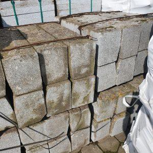 Natuursteen banden met ruwe bovenkant | 100x24x30 cm